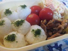 For my son. 青のりおにぎり、生姜焼き、ポテトサラダ、千切りキャベツ、プチトマト