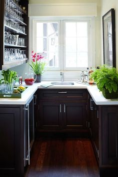 Anne Hepfer Designs: Gorgeous, gorgeous U shaped butler's pantry with espresso stained kitchen cabinets