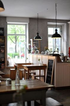 Cafés in München: Maria, Klenzestraße 97, Ludwigvorstadt-Isarvorstadt, München