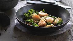 Kamskjell med grønnkål- og pæresalat