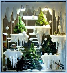 Lovely window display idea for winter window ideas Fae Folk World: Let Your Imagination Take Flight! Christmas Store, Christmas Design, Christmas 2019, Christmas Crafts, Noel Christmas, Winter Window Display, Christmas Window Display Retail, Christmas Windows, Vitrine Design