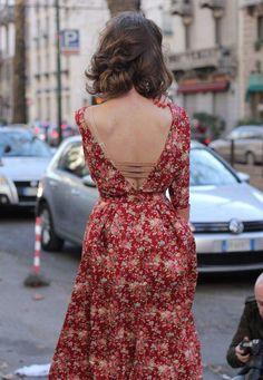 Street style. Открытая спина. Очень трогательно и сексуально!