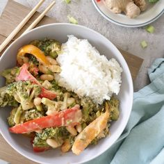 Creamy and healthy vegan peanut stir fry with broccoli, spring onion, peanut butter, bell pepper, ginger and more. Peanut Butter Stir Fry, Vegan Peanut Sauce, Healthy Peanut Butter, Healthy Comfort Food, Healthy Snacks, Curried Lentil Soup, Vegan Chickpea Curry, Summer Corn Salad, High Protein Vegan Recipes