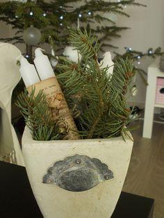 cosy christmas decor Cosy Christmas, Terrarium, Christmas Decorations, Vase, Home Decor, Terrariums, Homemade Home Decor, Christmas Decor, Ornaments