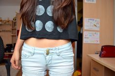 make another moon phases shirt. pait with light wash high waited jeans, black cardi, and vans. Cute Fashion, Teen Fashion, Fashion Beauty, Tumblr Quality, Beauty Guide, Tumblr Outfits, Tumblr Fashion, Tumblr Girls, Playing Dress Up