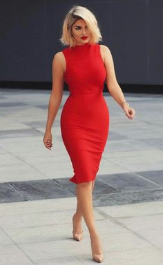 Modelo de vestido tubinho vermelho The Effective Pictures We Offer You About REd dress aesthetic A quality picture can tell you many things. Sexy Dresses, Cute Dresses, Dress Outfits, Casual Dresses, Fashion Dresses, Dresses For Work, Formal Dresses, Red Dress Outfit Casual, Woman Outfits