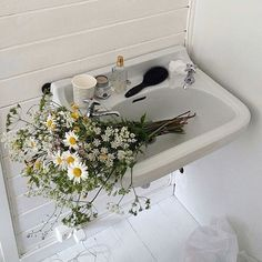 A simple bouquet of daises in a white sink. Humble and beautiful. Flower Aesthetic, White Aesthetic, Aesthetic Space, Flower Yellow, Wild Child, Foto E Video, Beautiful Flowers, Fresh Flowers, Cool Stuff