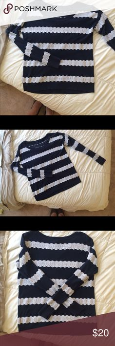 American Eagle Stripped Sweater American Eagle striped sweater, navy and white. Very soft and in great condition. Perfect for the fall! American Eagle Outfitters Sweaters Crew & Scoop Necks