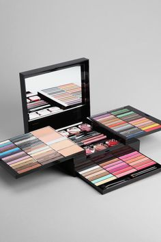 NYX Beauty To Go Palette someone who likes makeup