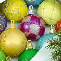 christmas ornament cupcakes   Christmas Ornament Cupcakes, Holidays