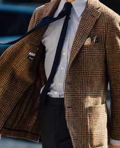A Preppy Climber Mens Athletic Fashion, Mens Fashion, Ivy Style, Men's Style, Ivy League Style, Elegant Man, Suit And Tie, Gentleman Style, Sport Coat