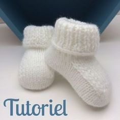 Tutoriel Chaussons bébé The Effective Pictures We Offer You About knitting christmas scarf A quality Crochet Baby Socks, Knit Baby Booties, Crochet Baby Clothes, Boy Crochet, Knitted Baby, Crochet Granny, Shrug Knitting Pattern, Baby Knitting, Knitting Socks