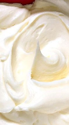 Lemon Cream Cheese Buttercream- You will love this Lemon Cream Cheese Buttercream for frosting and filling your cakes and cupcakes. It is fairly soft at room temperature and so it pipes best when slightly chilled. Lemon Desserts, Köstliche Desserts, Lemon Recipes, Sweet Recipes, Recipies, Sausage Recipes, Plated Desserts, Cream Cheese Buttercream Frosting, Sauces