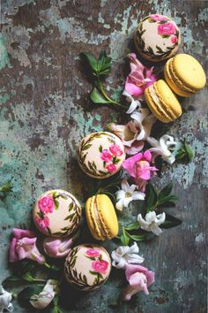 keroiam: Recipe: Hand Painted Macarons