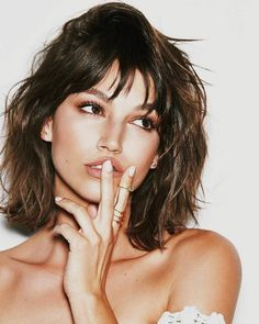 Many peoples are searching for Ursula Corbero Hairstyles or we can say Tokyo Money Heist Hairstyles. Midi Haircut, Hair Inspo, Hair Inspiration, Pelo Midi, Spanish Actress, Great Hair, Hair Looks, New Hair, Beauty Women