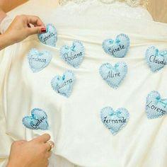 Vai colocar o nome das amigas solteiras na barra do vestido? Olha que ideia linda e diferente que encontrei no @casarei para você fazer isso! Se joga no craft!