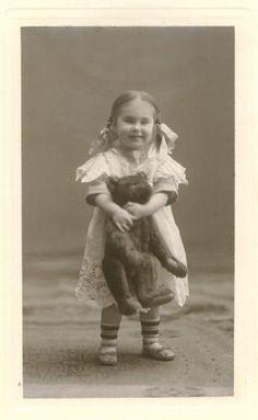 30 Super Ideas For Vintage Love Photos Teddy Bears Vintage Children Photos, Vintage Pictures, Old Pictures, Vintage Images, Old Photos, Antique Photos, Children Pictures, Vintage Ads, Old Teddy Bears