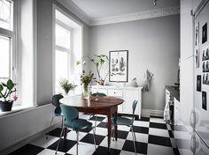Combina tu hogar nórdico con tu mesa de hace 30 años | Decoración