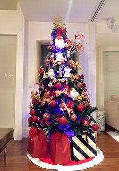 A montagem da árvore é uma tradição em minha família e todos os anos cuido para que represente a nossa história, sempre em transformação. Venham se inspirar em minhas decorações de Natal!