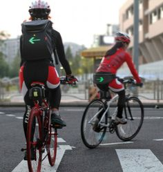 http://www.wherecoolthingshappen.com/seil-led-bag-with-traffic-signs-for-cyclist/ LEDBackpack_WCTH00
