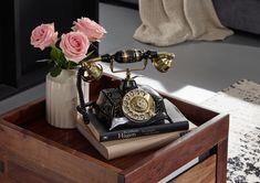 Nostalgie pur: das goldschimmernde Deko-Telefon von #Massivmoebel24. Dieses Accessoire ist zwar nicht zum Telefonieren, aber wunderbar zum Ansehen geeignet und regt zum Träumen an! #dekoration #decoration #interior #design #decor #messing #brass #vintage #elegant #geschenk #originell #original #nostalgie #nostalgia #telefon #telephone #1920s #goldenezwanziger #roaringtwenties #luxus #luxury #edel #posh #elegant