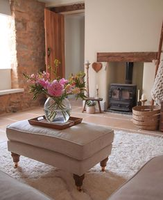 This amazing english country cottage is seriously an impressive design philosophy. My Ideal Home, Country Style Living Room, Cottage Renovation, Inglenook Fireplace, Cosy Spaces, Country Cottage House Plans, Cottage Living Rooms, Cottage Living, Cosy Living Room