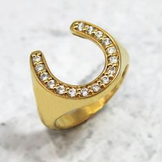This elegant lucky horseshoe ring is entirely made of gold and 16 beautiful white dia Horseshoe Jewelry, Lucky Horseshoe, Good Luck Symbols, Gold Heart Ring, Equestrian Jewelry, Diamond Sizes, Signet Ring, Unique Rings, Personalized Jewelry