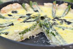 Skillet Asparagus Tart with Lemon & Parmesan by therealisticnutritionist: 230 calories/serving #Tart #Asparagus #therealisticnutritionist