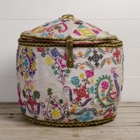 Moroccan Trunk- a stylish place to keep strange little things! Objets Antiques, Textiles, Moroccan Style, Home And Deco, Bohemian Decor, Home Accents, Decoration, Home Accessories, Home Goods