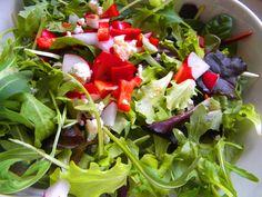 V pondelok zdravo, doprajte si zeleninový šalát so syrom ... www.inmedio.sk  #salat #deli #salad #zelenina #syr #gorgonzola #cheese #paprika #rukola #delishop #jedlo #food #goodfood #cooking #varenie #salaty