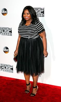 Octavia Spencer went for a monochrome look – a sequined stripe top with a chiffon skirt. Fat Fashion, Curvy Girl Fashion, Skirt Fashion, Fashion Outfits, Black Actresses, Black Actors, Looks Plus Size, American Music Awards, Chiffon Skirt