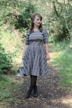 Hell Bunny Frostine plaid dress - style dress for petite women Plaid Fashion, 50 Fashion, Fashion Dresses, Retro Fashion, Pin Up Outfits, Indie Outfits, Nice Dresses, Casual Dresses, Winter Maternity Outfits