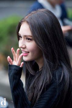 waving hand to say good morning Korean Beauty Girls, Korean Girl, Asian Beauty, Jung Chaeyeon, Jeon Somi, Most Beautiful Faces, Cute Asian Girls, Ulzzang Girl, Kpop Girls