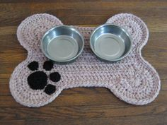 You're going to love Dog Bone Placemat Rug - Dogs/Pets by designer Debbie Calvert. Basic Crochet Stitches, Crochet Basics, Hand Crochet, Crochet Patterns, Placemat Patterns, Crochet Placemats, Knitting Patterns, Dog Crate Mats, Crochet Dog Sweater