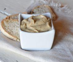 Salsa tonnata un ottima salsa ideale da servire su crostini magari per le feste oppure per il classico vitello tonnato