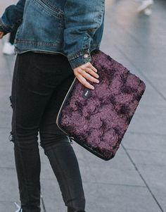 funda-portátil-pelo-burdeos-5 Bags, Collection, Fashion, Notebook Covers, Bordeaux, Plushies, Hair, Handbags, Moda