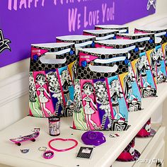 Send all her friends home with their own freakishly fabulous Monster High favors. Click the pic for more creep-tastic Monster High party ideas!
