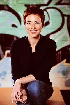 Karine Vanasse - New Site Super Short Pixie Cuts, Super Short Hair, Short Hair Cuts, Short Hair Styles, Really Short Hair, Mom Hairstyles, Hair Images, Great Hair, Hair Today