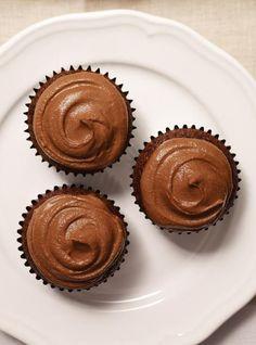 Cocoa Cupcakes with Recipe . Lemon Raspberry Muffins, Best Blueberry Muffins, Lemon Muffins, Best Chocolate Chip Muffins, Cupcake Recipes, Dessert Recipes, Ricardo Recipe, Homemade Muffins, Cake Truffles