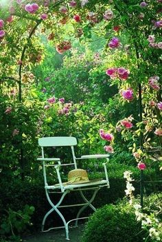 Der Cottage-Garten: The Ert die Unordung Macht ihn sc - Tiny Garden Cottage Rustic Gardens, Outdoor Gardens, Cottage Front Doors, The Secret Garden, Cottage Garden Design, Pergola Designs, Dream Garden, Garden Inspiration, Beautiful Gardens