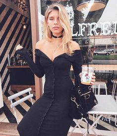 It Girls Have Been Wearing This Affordable Jewelry Brand Nonstop Party Fashion, Girl Fashion, Fashion Dresses, Womens Fashion, Natasha Oakley, Spring Fashion 2017, Autumn Fashion, Wearing All Black, How To Look Classy