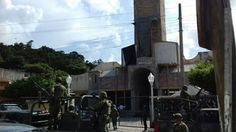 Dos sacerdotes católicos que habían sidosecuestrados en la iglesia donde predicaban,  en el estado de Veracruz,  fueron encontrados sin vida este lunes al lado de una autopista con balas en sus