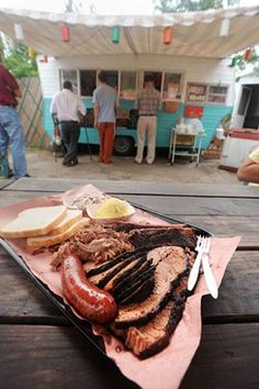 The famous Franklin Barbecue in Austin, Texas. Get here early, because the food runs out FAST! 900 E St, Austin, TX 78702 Austin Food, The Austin, Austin Tx, Texas Roadtrip, Texas Travel, Barbacoa, Foodtrucks Ideas, Franklin Bbq, Texas Bbq