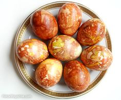 Decorate Easter Eggs Using Organic Matter