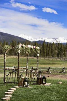 Bodegones, cajas de madera y flores silvestres