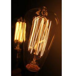 Decorativa Edison 1910 · Reproducción única de la mítica bombilla diseñada por Thomas Alva Edison a principios del siglo pasado.  Filamentos expuestos · 220V · 40W  Venta online en www.vint-lights.com