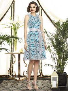 Me gusta la idea de la blonda y el vestido de color. Puede ser el encaje azul y el vestido de debajo gris o blanco?