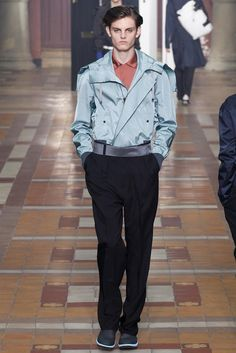 See all the Collection photos from Lanvin Spring/Summer 2015 Menswear now on British Vogue Lanvin, Daily Fashion, Fashion Show, Mens Fashion, Paris Fashion, Mode Streetwear, Streetwear Fashion, Vogue Paris, Style Vintage Hommes