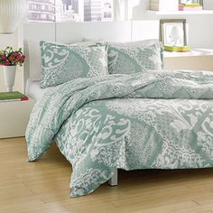 City Scene Medley Lagoon bedding offers fashionable style at affordable pricing. Medley Lagoon is a two-tone ogee print in aqua and ivory. A large ogee design encompasses the entire comforter/duvet face. The comforter and duvet reverse to a mini ogee print. Anyone looking to redo the look of their bedroom should consider Medley or another graphic print from City Scene. Starting at $59.99 #beddingstyle #bedding #beddingset #comforter #comforterset #cityscene