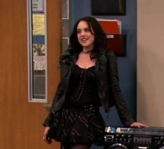 Elizabeth Gillies, Jade West Style, Jade West Victorious, Pretty People, Beautiful People, Liz Gilles, Edgy Outfits, Girl Crushes, Celebrity Crush
